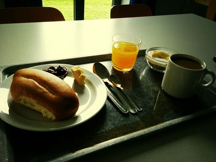 erstes Frühstück, bei Sonnenschein