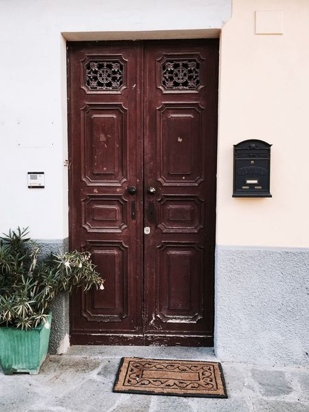 Check This Out Taking Photos Italy🇮🇹 Collection Of Doors Special👌shot Barolo City 43 Golden Moments, Travel Photography Taking You On My Journey 😎 Going To See The World Feeling Thankful Winejourney Barolo Vineyards HAVE A NICE HOLIDAY ! Piemonte Italy 🇮🇹