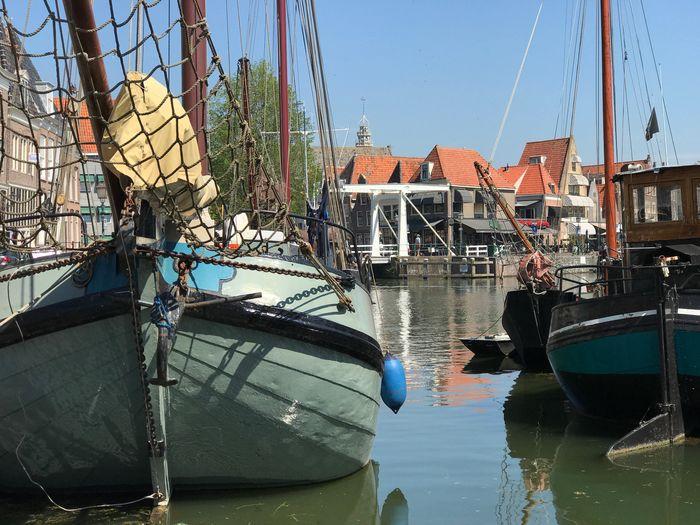 Boten Zeilboten Zeilboot Tjalk in de Haven van Hoorn. Boats Sailboat in Hoorn Harbour .