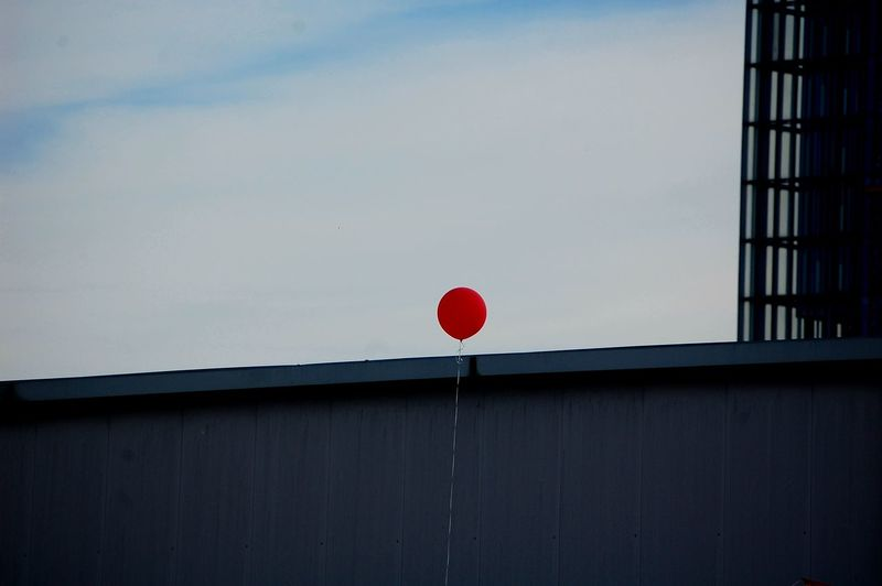 Lonely Sky Red Balloon Minimal Wall Cloudy Day Fragility Red Balloon Architecture Office Building Building Built Structure Exterior Building Exterior Urban Scene Helium Balloon Inflating My Best Photo The Art Of Street Photography