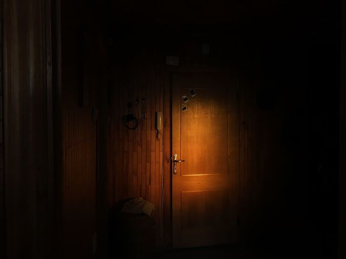 Light And Shadow Light Vscogood Vscocam VSCO Door Entrance Dark No People Architecture Indoors  Built Structure Illuminated Closed Night Protection Wood - Material