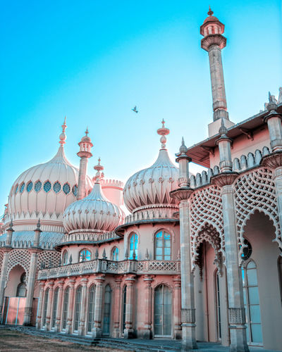 Royal Pavilion, Brighton Dreamyplaces Stone House Blue Background City View  Brighton Architecture Dreamy Dreamy Gardens Bright Colors Blue Sky Architectural Detail Architecture_collection City Dome Place Of Worship History Summer Sky Architecture Travel
