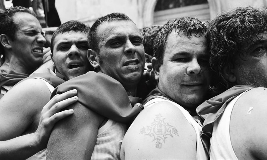 """Traditions """"in Tuo onore"""" ❤️ EyeEmNewHere Sicily Men Adult Adults Only Crowd Unity Togetherness Fan - Enthusiast People Day Outdoors Only Men Young Adult The Photojournalist - 2017 EyeEm Awards Black And White Friday This Is Masculinity"""