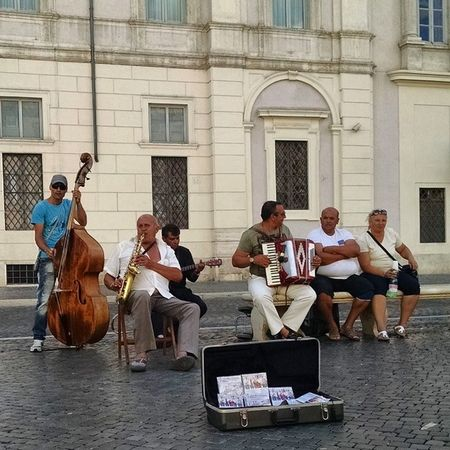 """""""Olha que coisa mais linda, mais cheia de graça..."""" música brasileira na PiazzaNavona Rome Italy :)"""