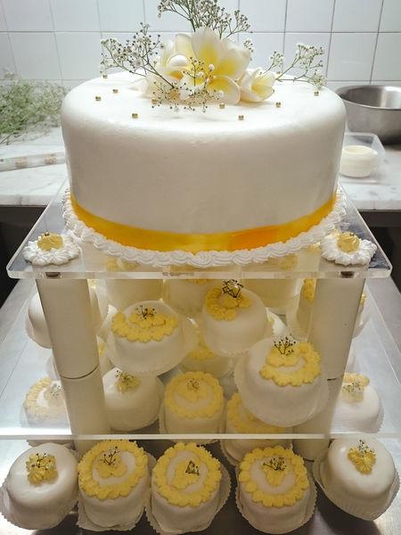 Cake Cake Design Close-up Cupcake Decoration Dessert Flowers Food Food And Drink Garnish Indoors  Indulgence No People Ready-to-eat Sweet Food Temptation Wedding Cake Visual Feast