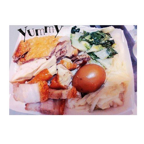 今日晚餐 🍛 超愛吃這間的 👍 👍 已做好變肥的準備 😂 燒臘 便當 好吃