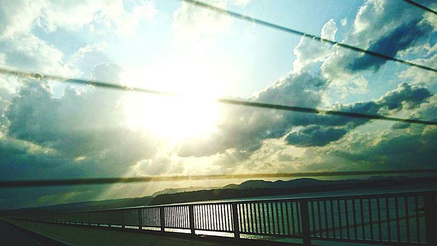 沖縄に修学旅行中の長男くんが送ってくれた写真です。 息子より Blue Sky 修学旅行 沖縄行きたい Nature Sky Sunlight Sunshine Road Cloud - Sky