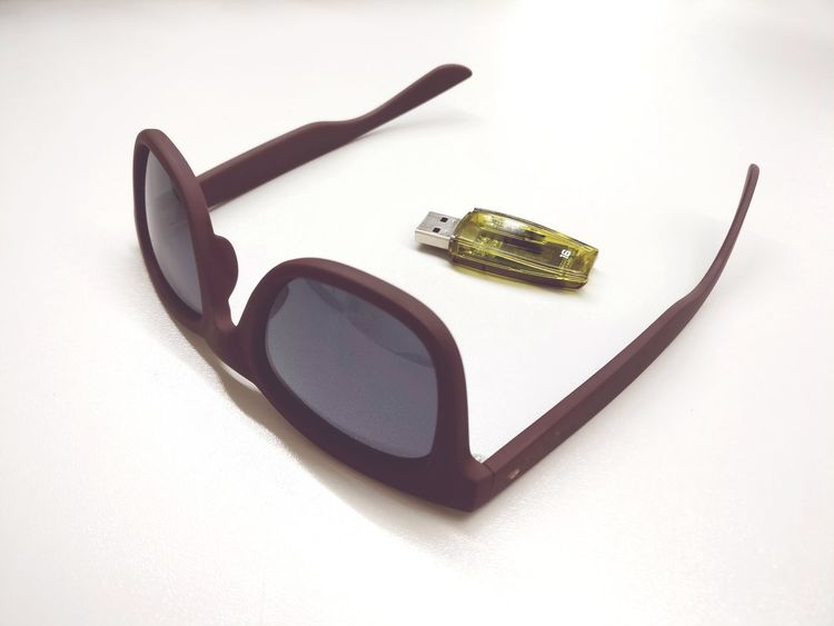 Digital Age Modern Life Digital Native Eye Glasses USB Flash Drive Pendrive White Background Make-up Studio Shot Arts Culture And Entertainment Close-up Cellphone