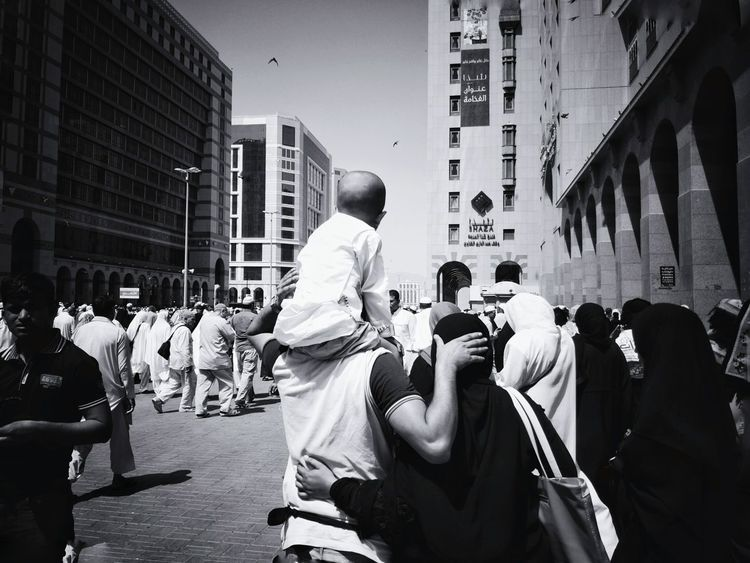 Journey of soul . Catch The Moment Black & White Journey Of Life Traveling The World Black And White Photography Travelogue Islamiclife Street Life Street Photography Umrah Journey Of Souls Alharam MadinahAlMunawarah Medina Al Munawarah Nabawi Mosque Nabawimosque Masjidil Nabawi Madinah People On The Street