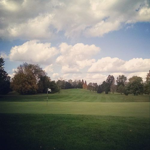 Thanks @szwejbbie for letting Daddy out free today for one last weekday golf round. Gorgeous Autumn VanPattenGolf