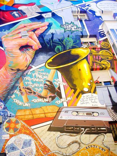 Hand Music Glitter Musicians Built Structure Architecture Streetart/graffiti Vitoria Wall Art Murales Gasteiz SPAIN Streetart Multi Colored Colours Culture Artist Travel Destinations Leisure Activity Artistas Urbanos Pinturasmurales Casette Tapes Musica Saxofone🎷 Ring