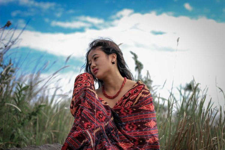 Berdansa sore hariku Sejiwa alam dan duniamu Yogyakarta Streetphotography Humaninterestphotography Street Jogja Model Modeling Mountain Sand Dune Young Women Women Beach Beautiful Woman Marram Grass Beauty Portrait Rural Scene Relaxation