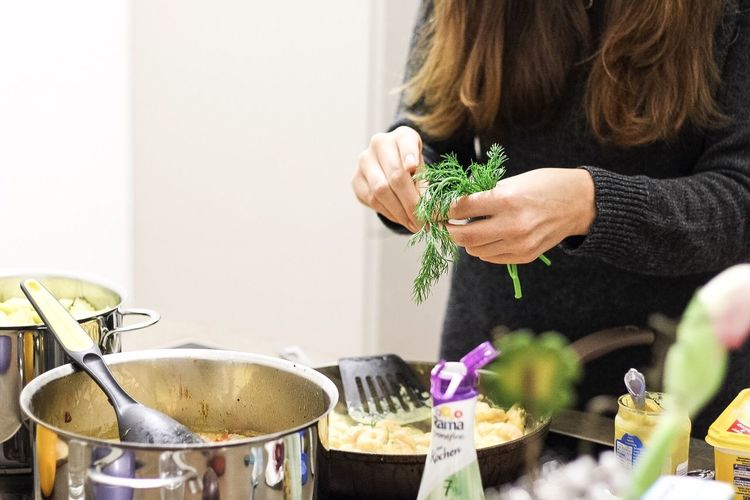 Kulmbach I No People This Week On Eyeem Close-up Indoors  Cooking Cooking Dinner Cookinggirl Basil Kitchen Kitchenutensils Dinner With Friends Preparing Food Vegetables Green Torso Brunette Girl  Hands At Work Kulmbach Bavaria Bayern Germany Silvester Newyearseve Meals Preparing