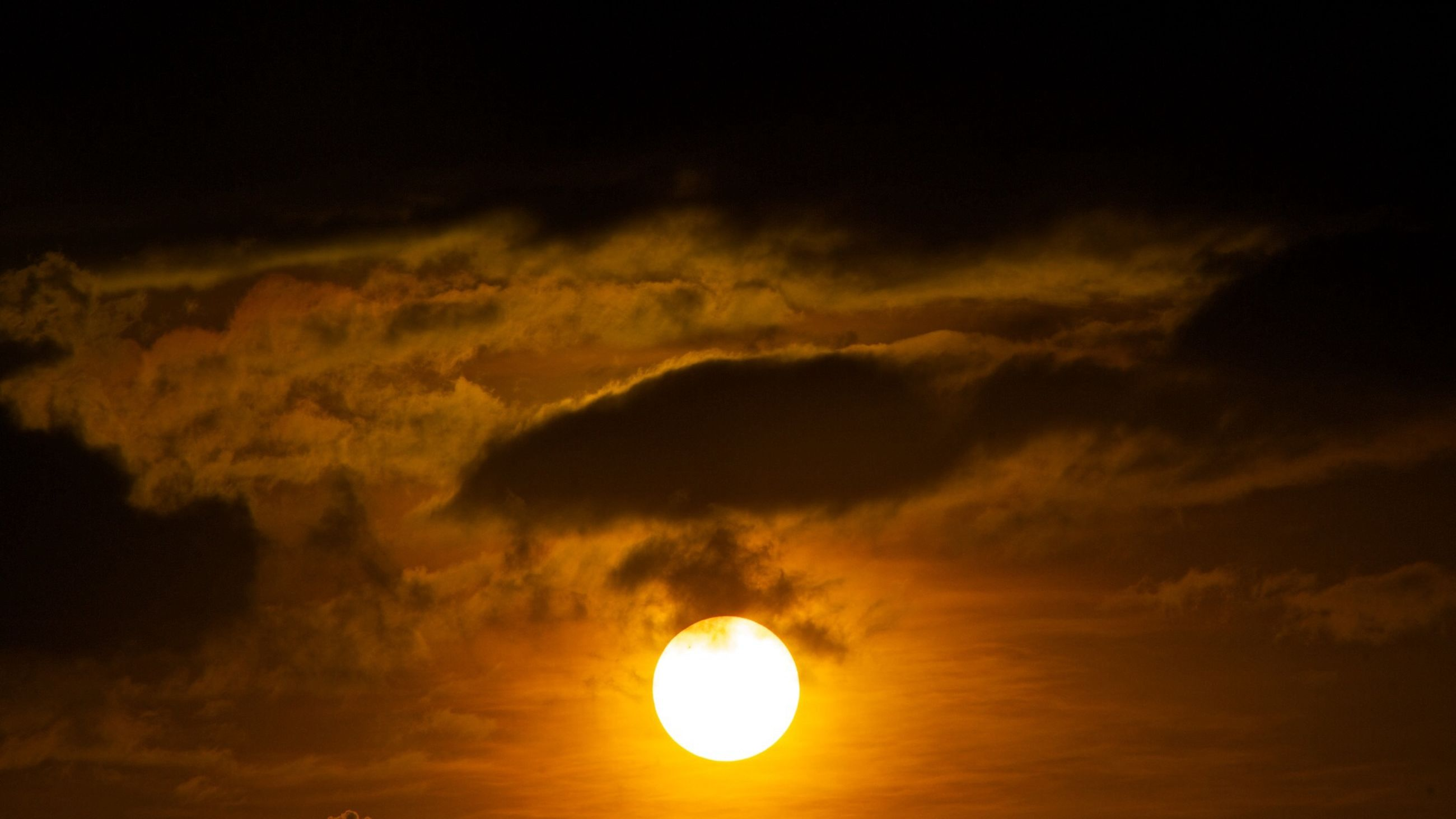 sunset, sun, scenics, beauty in nature, sky, tranquil scene, tranquility, cloud - sky, nature, idyllic, sky only, orange color, majestic, low angle view, sunlight, dramatic sky, cloud, cloudy, atmospheric mood, cloudscape