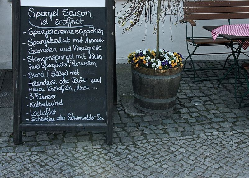 Berlin Berliner Ansichten Built Structure Enjoying A Meal Enjoying Life Espargos Flower Food Food And Drink Footpath German Food Getting Inspired Information Lunch Time! Potted Plant Restaurant Season  Sidewalk Street Streetphotography Take Your Place Wine Moments Text Wall - Building Feature Wineandmore