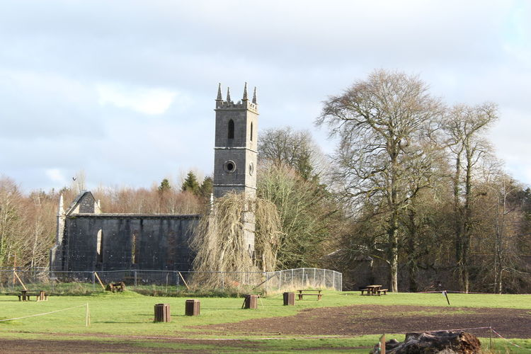 Canon 1200D Church Trees And Nature Enjoying Life Relaxing Afternoon No People Enjoying Life In Park Canonphotography Building Exterior Ruin Followme Canonphotopgraphy Sunny Day Near A Castle Near A Lake