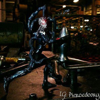 Venom get away from that!! Tcb_deadpoolweek Fwebruary Takeyourtoystowork Marvellegends Spiderman Venom Realworldtoys