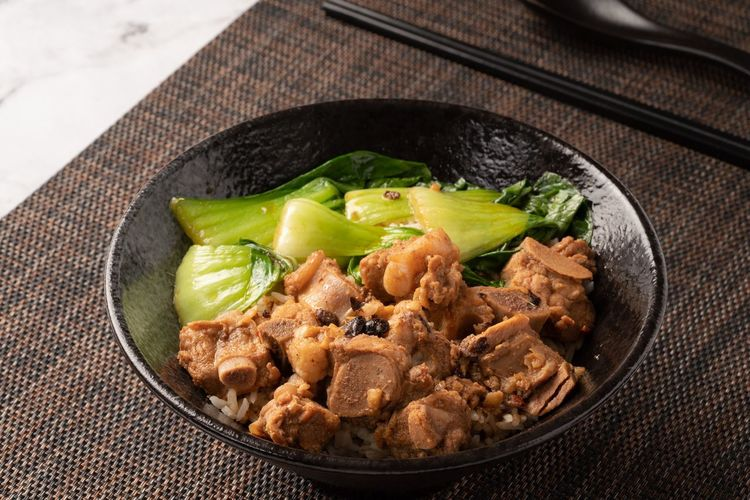 Asian Foods Chinese Food Rice - Food Staple Fried Spare Ribs Ribs Rice Food Food And Drink Vegetable Healthy Eating Freshness Indoors  No People Wellbeing High Angle View Ready-to-eat Meat Asian Food Jute Close-up Still Life Spice Plate Textile Serving Size Green Color