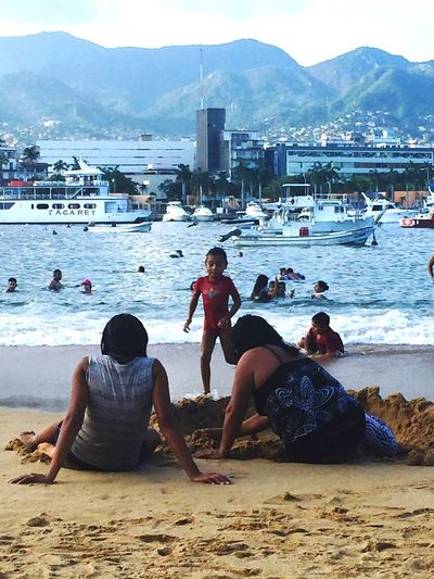 People Together Beach Life Acapulco Playa Mar Free Time Relaxing In The Sun Relaxing Moments Weekend Activities Enjoying Life