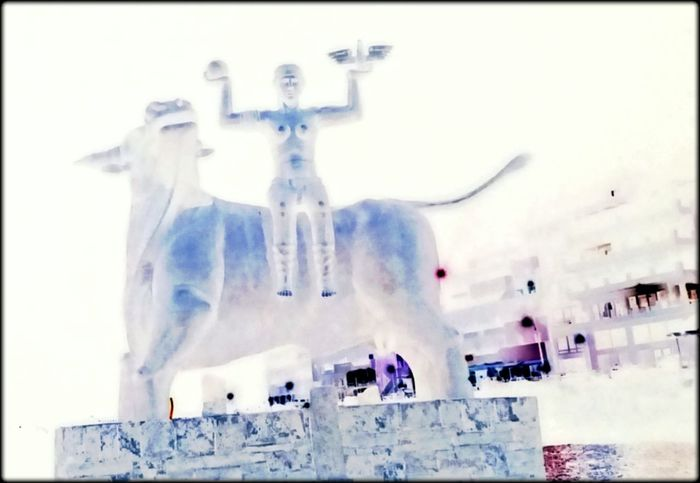 Architecture Statue City Negative Effect Outdoor Photography No People