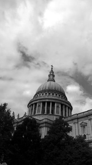 St Paul's Cathedral London Architecture Sky Built Structure Building Exterior Low Angle View Cloud - Sky Dome No People Outdoors Tree Day City