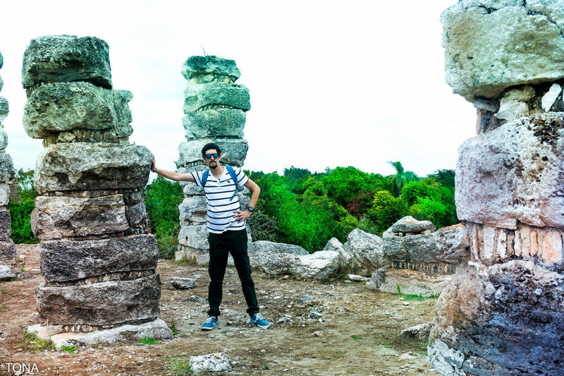 Arqueología Casual Clothing Front View History Nature Standing Torusim Water