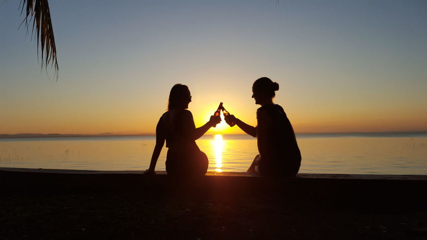 Sunset Women Love Two People DrinkingSilhouette Outdoors Horizon Over Water Beer Time Beer O'clock Beerlove Beach Togetherness Sun Couple - Relationship Vacations Party - Social Event Lifestyles Bonding People Beer Beer Cheer Drink Beer