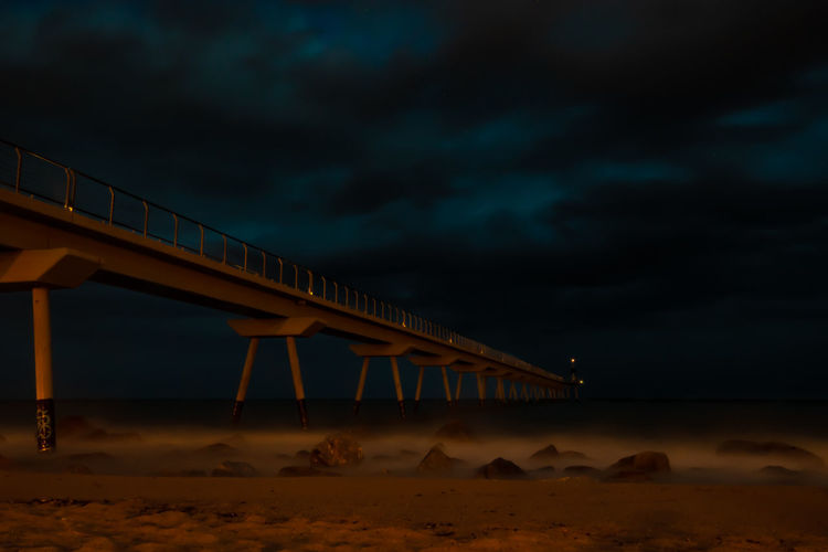 Puente hacia la oscuridad Moon Sunset Sand Business Finance And Industry City Sky Architecture Built Structure Landscape Cloud - Sky Lightning Storm Cloud Atmospheric Mood Sky Only Moody Sky Romantic Sky Dramatic Sky Overcast HUAWEI Photo Award: After Dark