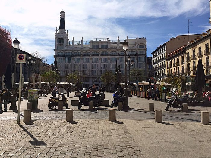 Plaza De Santa Ana Una de las plazas con encanto de Madrid