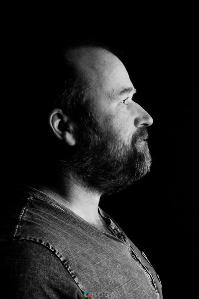 Light And Reflection Black Background Profile View One Person Beard Adult Real People Portrait Roga - Photography & Video ROGA Groningen Zerofotografie
