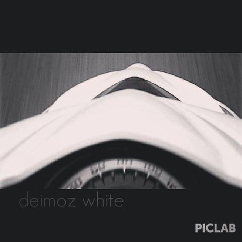 Deimozwhite