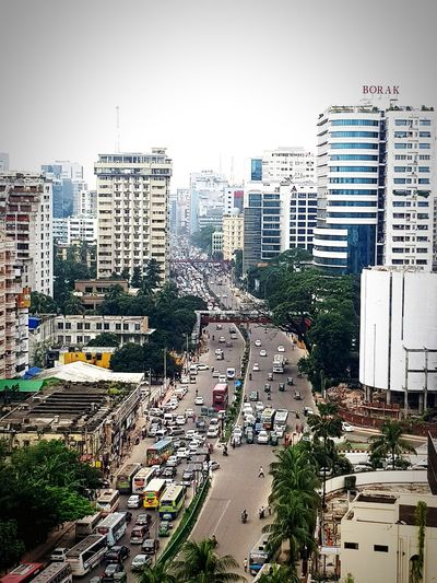 Common road scenario of Developing Dhaka City present days!!! Cityscape Traffic Jam Rush Hour Dhakacity Pollution Bangladesh 🇧🇩 The Week On EyeEm EyeEmNewHere If Trees Could Speak Investing In Quality Of Life Paint The Town Yellow Been There.