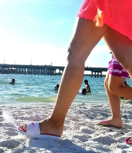 Feel The Journeytaking a photo and people walking in my camera spot Walking Pepole Sunny Day Beach Enjoying Life Florida 2016 Photo By Me Photooftheday Gettyimagesgallery White Sand EyeEmBestPics Fort Myers Beach Suntan Taking Photos