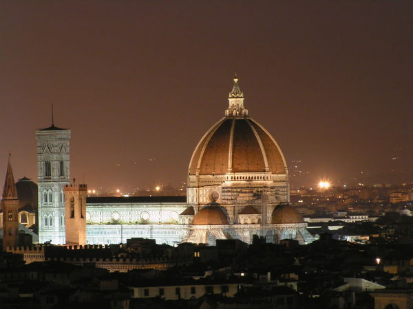 Cattedrale di Santa Maria del Fiore, Firenze Cathedral Catholic EyeEmNewHere Architecture Cityscape Clear Sky Dome History Illuminated Long Exposure Marble Medieval Architecture Night Nigthphotography No People Place Of Worship Religion Spirituality Tower Bell Travel Destinations
