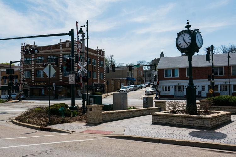 Neighborhood Map Travel Destinations Lemont Illinois Main Street USA Building Exterior