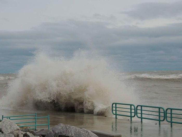 Nikon Nikon D3200 Wisconsin Racine Outdoors Water Lake Michigan Mothernature Waves Big Splash