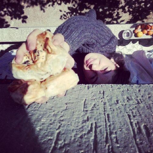 Balkondan aktarma :) Yaptigimiz böreği arkadasimm @cingengamzeli sabah çok acikinca istedi..kiyamadim ki :) <3 Kardeslikbambaska Instagraminfenomeniolcangamzelii