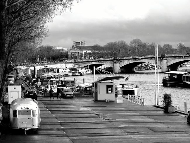 Exploring New Ground Air Stream Along The Riverside Bridgesaroundtheworld OpenEdit Black And White Photography With My Love Up Close Street Photography Up Close With Street Photography From Where I Stand Check This Out Streetphotography Blackandwhitephotography Black And White Collection  The Street Photographer - 2016 EyeEm Awards The Street Photographer The Street Photography - 2016 EyeEm Awards