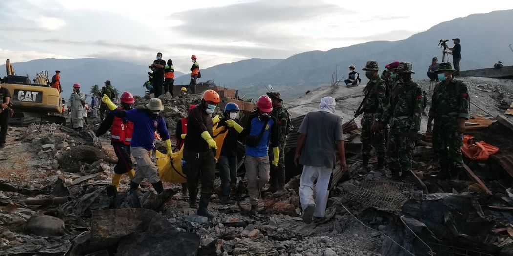 A body pulled out in a search mission in Balaroa area in Palu, capital of central Sulawesi province in Indonesia on Friday Oct 5, 2018, a week after a magnitude 7.4 quake hit the city triggering Tsunami and land liquefaction claiming thousands of lives and displacing almost 80 thousands people, a total of 10 bodies retrieved that day Natural Disaster Victims Indo Australia Plate Seismic Activity Palu Koro Fault Earth Fault Geology Emergency Response Team Earthquake In Indonesia Earthquake In Palu Search And Rescue Sar Balaroa Palu Sulawesi INDONESIA Search And Rescue Body Bag Naturla Disaster Emergency Response Huawei Nova 2i Unedited Unfiltered Mountain Politics And Government