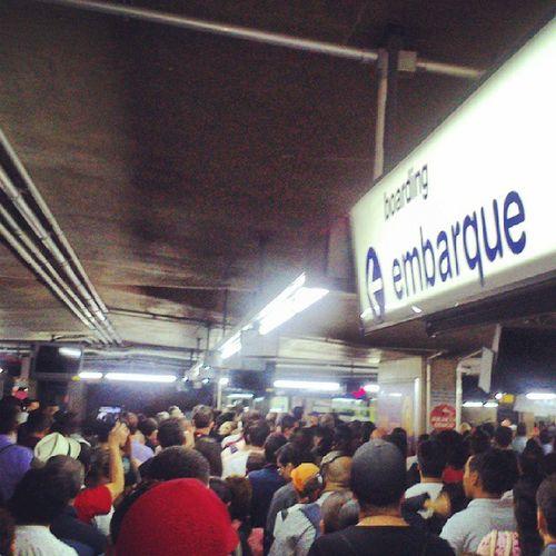 Bom dia. Falha na cobrança do bilhete único na estação Jabaquara, cobrança gratuita cim restrição para não lotação de plataforma. Serpaulistano Viatrolebus Metro