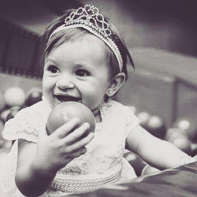 Sobre sorrisos. LeandroRibeiroPhotography Poesiadasimagens SoRetratos Soretrato Smile Baby BlackAndWhite