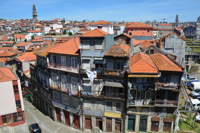 Roof Roof Tile Outdoors Architecture No People Building Exterior Day Sky Streets Streetphoto Portugal Porto Portugal 🇵🇹 Porto Cloud - Sky Balcony Architecture City Travel Destinations Azulejos Porto Portugal Azulejos Azulejo Azulejosportugueses Country House Rooftop Residential Building Exterior House Residential District Old Town