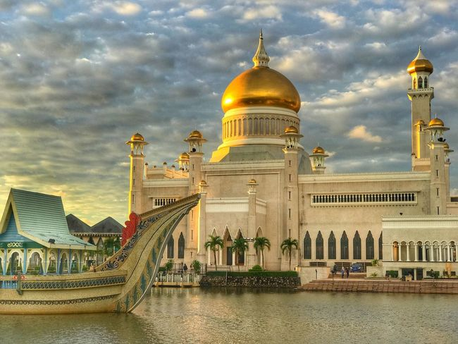 Masjid Omar Ali Saifuddein, Bandar Seri Begawan Architecture Built Structure Building Exterior Sky Dome Cloud - Sky Water Travel Destinations Outdoors Waterfront City Day No People