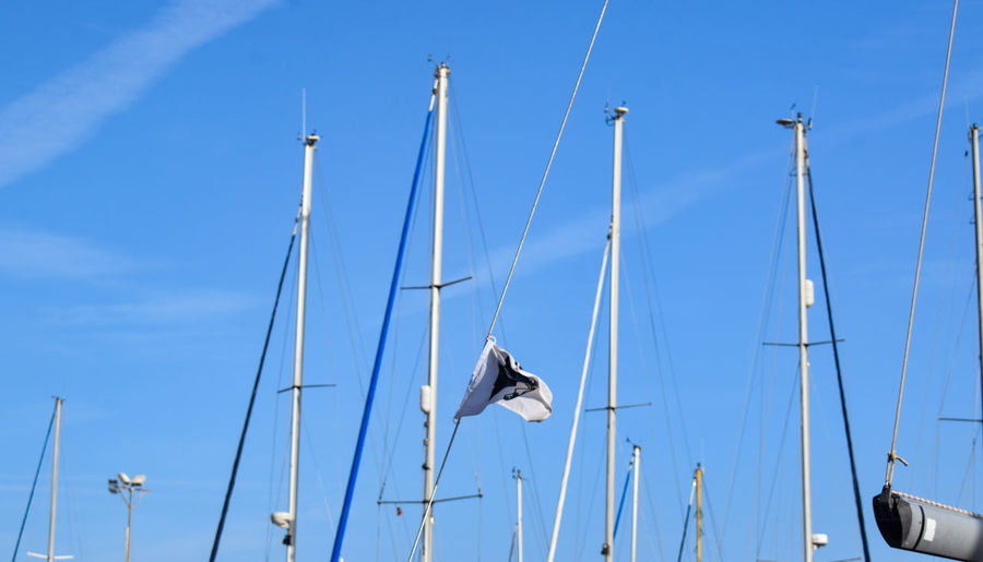 masts Boats Harbor Harbour Marina Port Sailboat Sailing Ship Flag Blue Clear Sky Cable Hanging Sky Fluttering Yacht Sailing Boat Tall Ship Moored Mast Dock