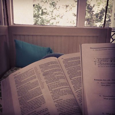 My favorite place out of the whole house... the swing bed! Especially with this amazing weather. Biblestudy Jesusmusic Peaceful Relaxed
