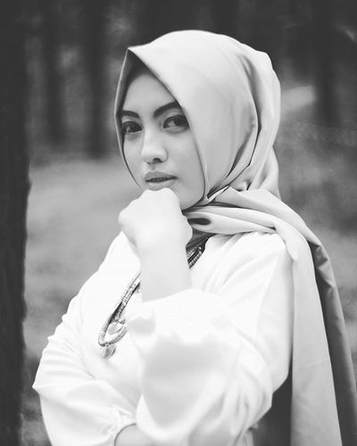 Darkness cannot drive out darkness; only light can do that. Hate cannot drive out hate; only love can do that. (Martin Luther King, Jr) Potrait Photooftheday Modeling Canon 5dmk2 Lens 50mm14 50mm Bw Beauty Beautiful