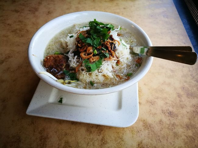 Soto Soto Indonesian Food Malaysian Food Bargedil Diet Bihun Rice Dinner Lunch Breakfast Oriental Halal Halal Food Plate Dining Table Bowl High Angle View Garnish Close-up Food And Drink Vegetable Soup Soup Bowl Soup Noodles Stew Noodle Soup Curry Lentil Ramen Noodles Spring Onion