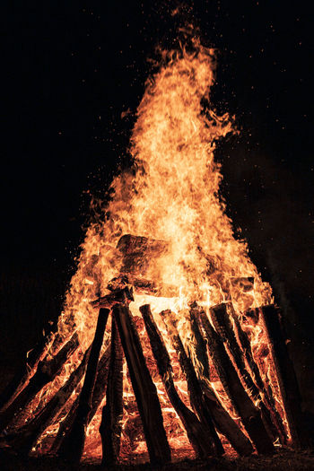 Bonfire on wooden log at night