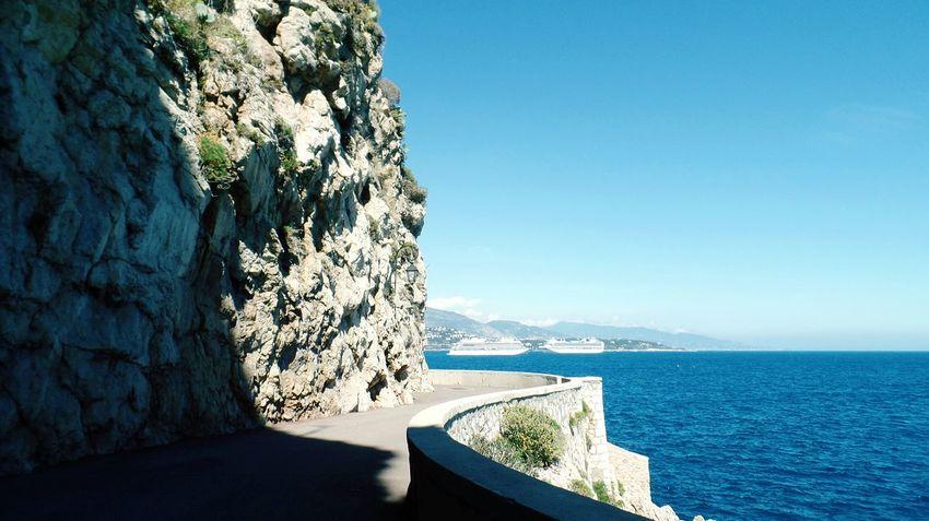 Monégasque: paikura© Monaco AMPt_community Eye4photography  EyeEm Best Shots Curves French Riviera Landscape Rocky Mountains Cruise Ship