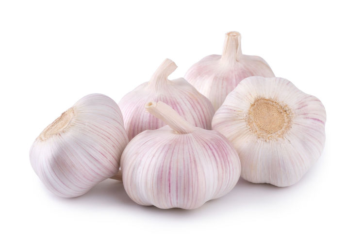 Fresh garlic on white background Garlic Closeup Isolated Ripe Nobody Natural Spice Green White Organic Bulb Life Leaf Flavor Vitamins Aromatic Condiment Meals Vegetable Clove Three Pink Object Healthy Still Group Plant Spiciness Seasoning Ingredient Part Fruit Fresh Nutrition Spicy Harvest Food Eating Parsley